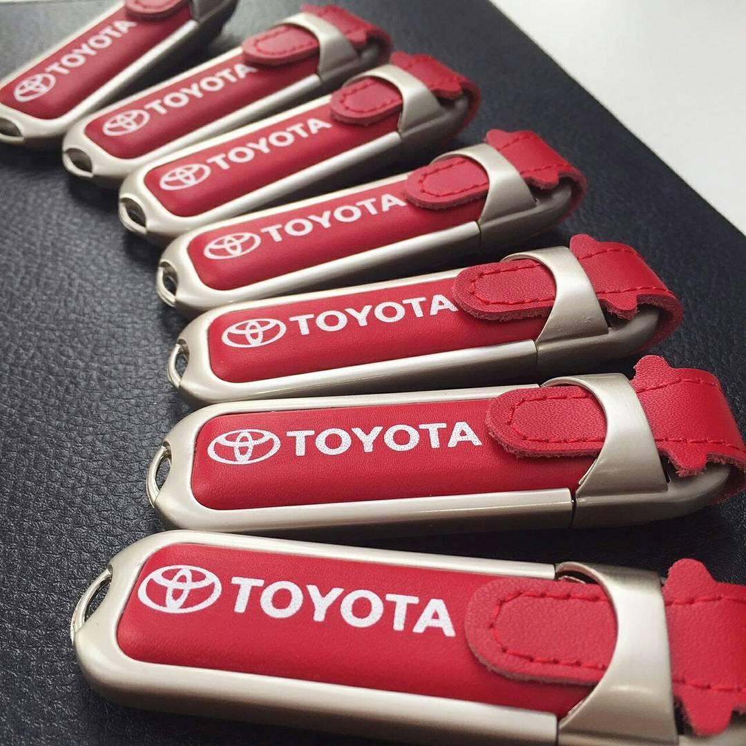 Кожаные USB-флешки